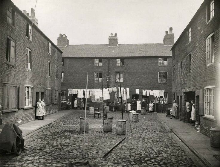 Lewis Square, c 1930s – Nottingham's Broad Marsh area before the shopping centre.