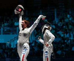 Italians sweep Olympic fencing medals:    LONDON, July 28 (UPI) -- Elisa Di Francisca led an Italian sweep in the Olympic women's individual foil Saturday that ended the domination of countrywoman Valentina Vezzali.    Di Francisca, Arianna Errigo and Vezzali won the gold, silver and bronze, producing the first medal sweep of the London Olympics.    Vezzali won gold in this event in Sydney, Athens and Beijing. A victory Saturday would have made her the first woman in Olympic history to…