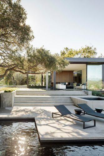 Une #maison moderne avec #piscine... http://www.m-habitat.fr/preparer-son-projet/types-de-maisons/les-maisons-individuelles-classiques-1544_A