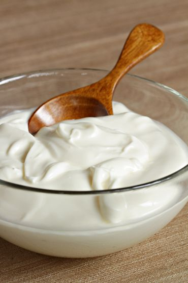 Homemade Creme Fraiche ~ I am so EXCITED to try this!!! I can't find this in my neck of the woods! Julia Child...I <3 you!