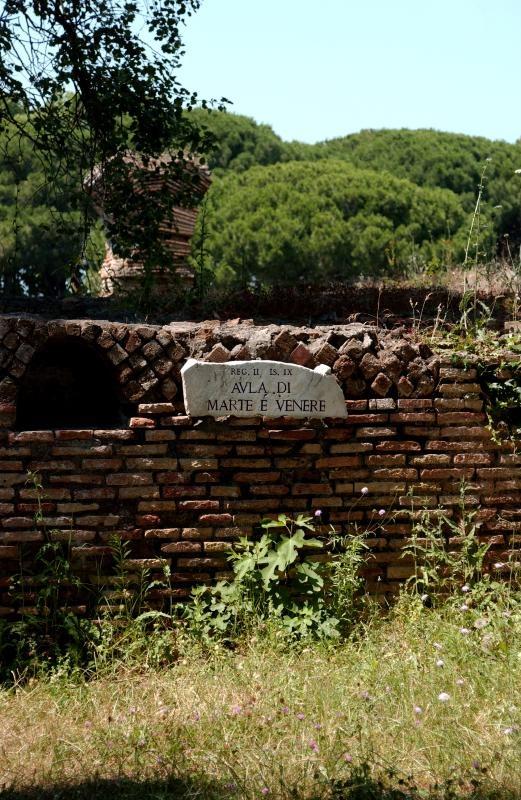 """Sign says, """"AVLA di Marte e Venere"""". Don't know what AVLA means. Marte e Venere means Mars and Venus. Please write if you know.  Photo by Joe Fiocchi"""