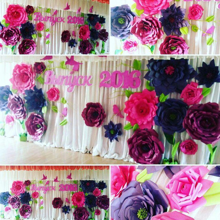 Paper Flower Backdrop by ColorEvent Фотозона из бумажных цветов, фотозона из бумагиMaking paper flowers scene.Оформление сцены бумажными цветами.