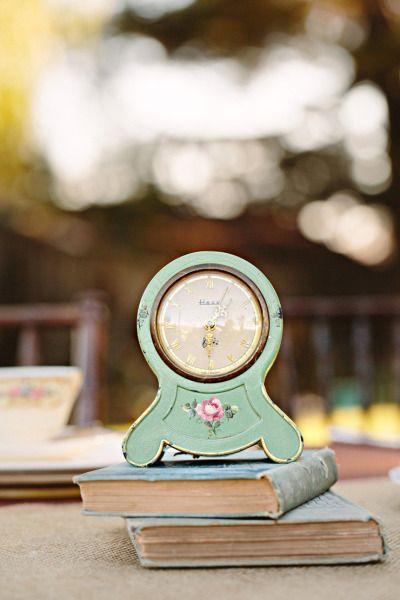 midnight clock centerpiece | orologio come centrotavola | Cinderella wedding | Matrimonio da favola: Cenerentola | http://theproposalwedding.blogspot.it/ #cinderella #wedding #cenerentola #matrimonio #princess #disney #fairytale