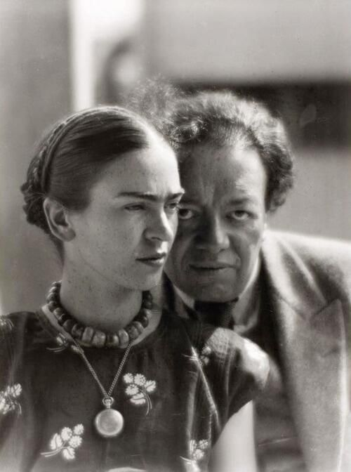 How Diego Rivera met the fierce teenage Frida Kahlo and fell in love with her years later http://j.mp/1oa3FJt pic.twitter.com/6YI39uG9BF