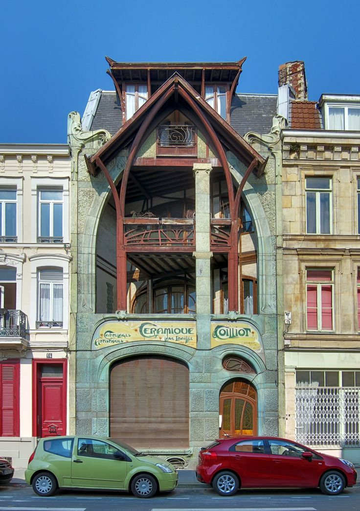 Dans les rues de Lille, la maison Coilliot d'Hector Guimard (le Gaudí Français). In the streets of Lille, Northern France, the Coilliot House by Hector Guimard