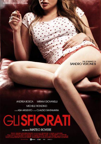 Gli sfiorati, 2011), Italy , by  Matteo Rovere . H The young graphologist Mète (Andrea Bosca 31-y) has to take care of   his 17-y-o   half sister Belinda (Miriam Giovanelli 22-y)