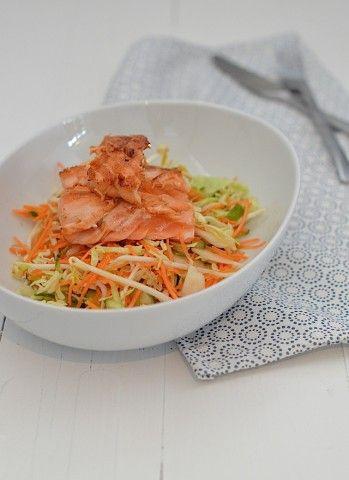 Koken op de camping: Oosterse salade met zalm -