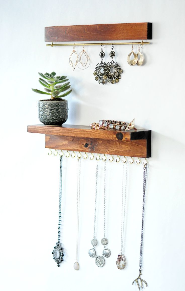 No more tangled or broken necklaces or earrings! These hand crafted organizer is…  – tolle Lösungen