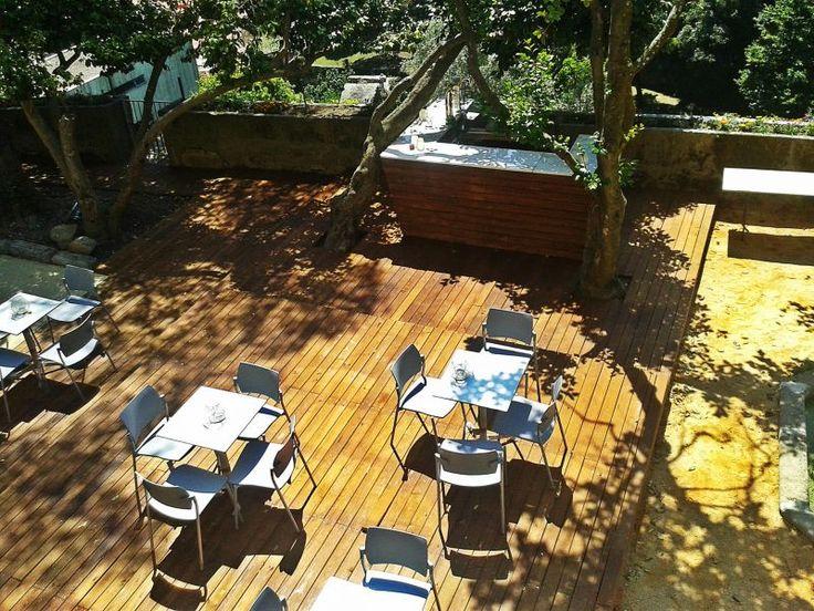 O Restaurante Árvore situa-se no piso -2 da Cooperativa Árvore e tem uma agradável esplanada emoldurada pelo Jardim das Virtudes. Serve cozinha tradicional