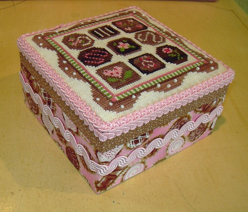 Candy box for cross stich pattern & fabric