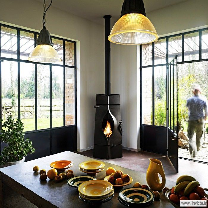 Poêle Fonte Oracle | Invicta, spécialiste européen du chauffage au bois (dont un catalogue fourni en poêle à bois et foyers-inserts)