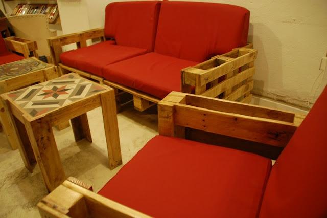 Wood pallet living room