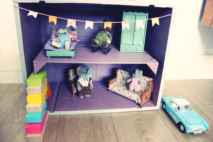 DIY une maison de poupée: Cardboard House, Home, Diy Dollhouse, Houses, A House, Play Houses