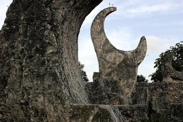 How Did Edward Leedskalnin Create His Amazing Coral Castle?