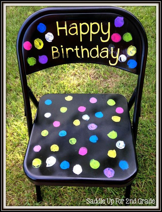 Celebrate your classroom birthdays by having a fun birthday chair! Your students will love sitting in this chair on their birthday to make them feel special!