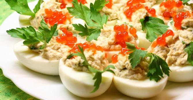 Recette de Œuf dur farci au thon et fromage blanc. Facile et rapide à réaliser, goûteuse et diététique. Ingrédients, préparation et recettes associées.