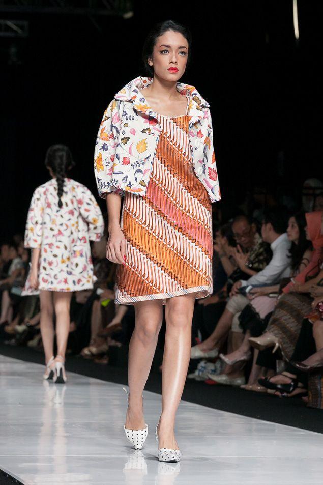 https://www.instagram.com/wrdnfashionindo/ - Batik Indonesia - Edward Hutabarat dalam fashion show Jakarta Fashion Week 2014, 20 Oktober 2013 – The Actual Style                                                                                                                                                     More