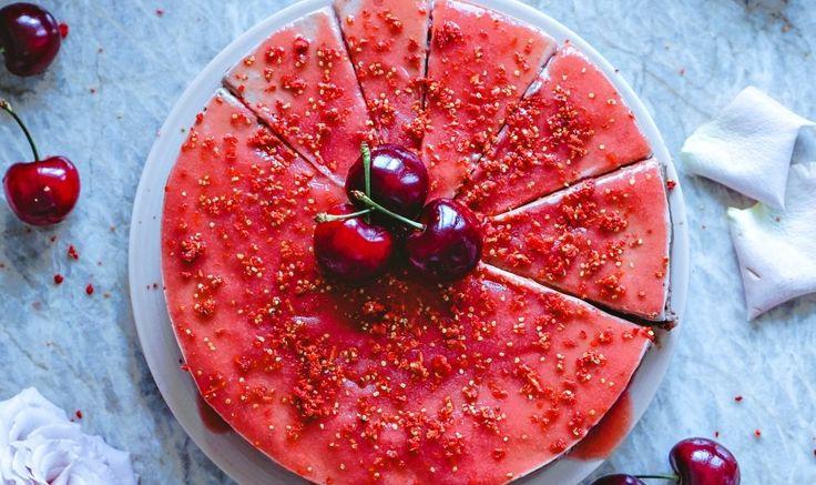 """Сыроедческий вишнево-кокосовый чизкейк с клубнично-ревеневой """"глазурью » Рецепты » Кулинарный журнал Насти Понедельник. Кулинарные рецепты с фото."""
