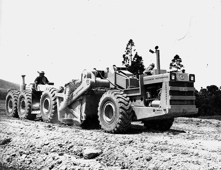 Ramsay & Sons LW12 push loads one of their model D Tournapulls on a road job in Northland in the early 1960s. Ramsays were based in Dargaville