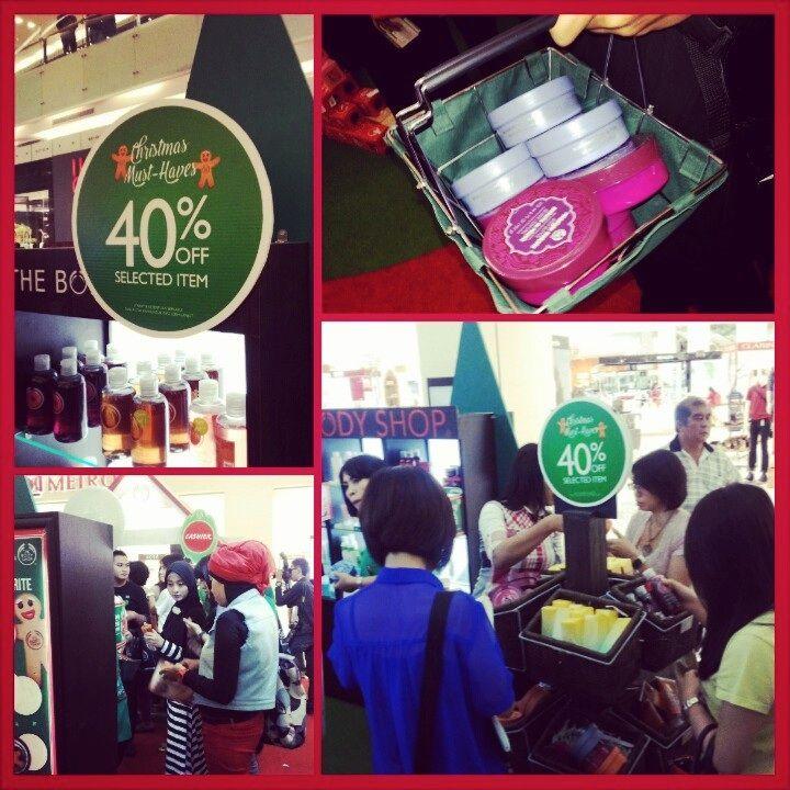 Happy hour diserbu pengunjung @CiputraWorld SBY #HappyHour #TBSGiveJoy @The Body Shop Indonesia
