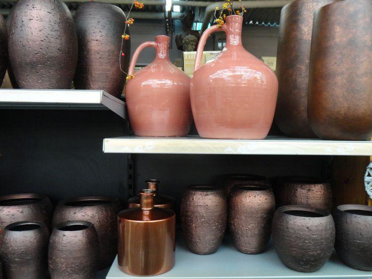 Nieuwe collectie 2014 brons kleurige vasen en potten. www.olafderuyter.nl