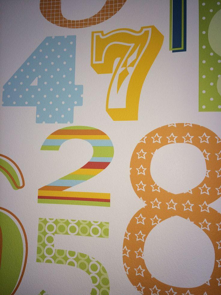 El papel de números también queda muy bonito colocándolo en una de las paredes de la habitación.