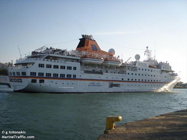 Το Hanseatic αποπλέει από τον Πειραιά. 29/09/2011.