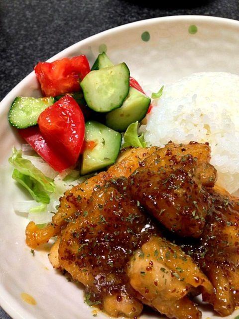 ♪2013.04.30(火)の夕飯♪ 鶏肉の外はカリカリ中はモチモチで旨っ♡ いただきますm(_ _)m☆ - 236件のもぐもぐ - 鶏もも肉のはちみつマスタード焼き•トマトときゅうりのさっぱりサラダ by masumi0706
