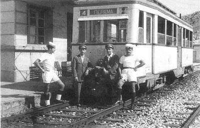 Το τραινάκι που πήγαινε από τον Πειραιά στη ναυτική βάση Παλάσκα.
