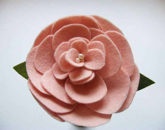 Long Stem Felt Rose    tutorial courtesy of Oh My! Handmade Goodness blog post June 6, 2011