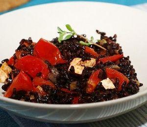 Черный рис с томатами