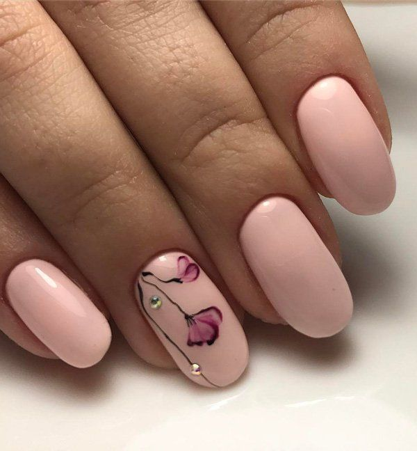 Soft pink color in combination with this shape of the nail, is choice of ladies with style who likes to be feminine at all times.