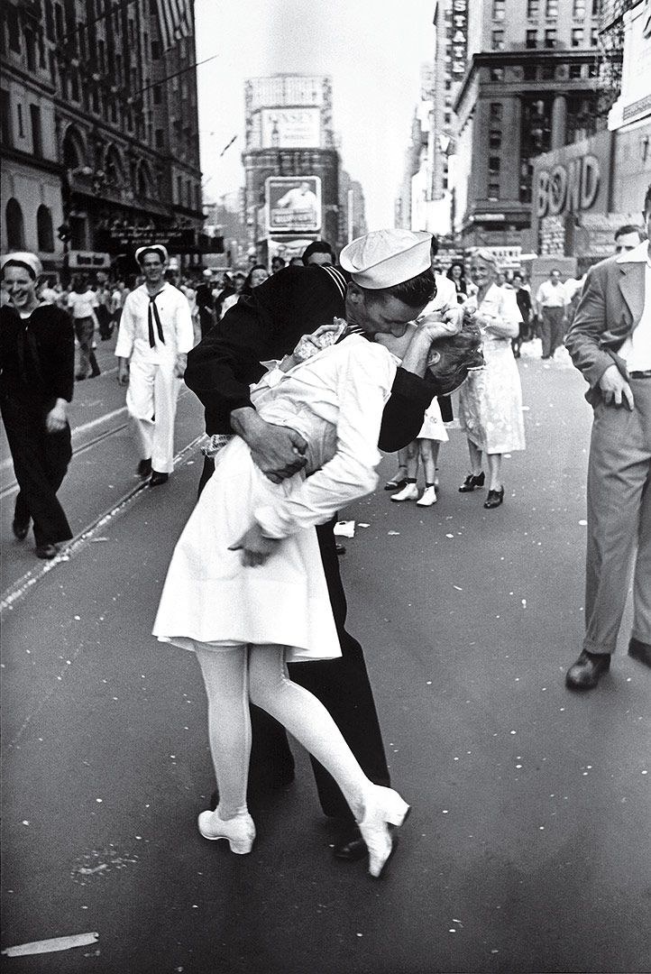 V-J Day in Times Square by Alfred Eisenstaedt 1945