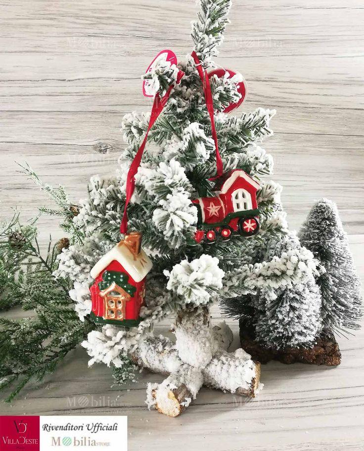 Addobbi Ceramica Natalizi Villa d'Este, in 2 forme assortite, ideali da utilizzarli sia come addobbi da appendere all'albero di Natale, sia come soprammobili natalizi per decorare la casa o per addobbare in modo originale anche la tavola di Natale. In promozione.