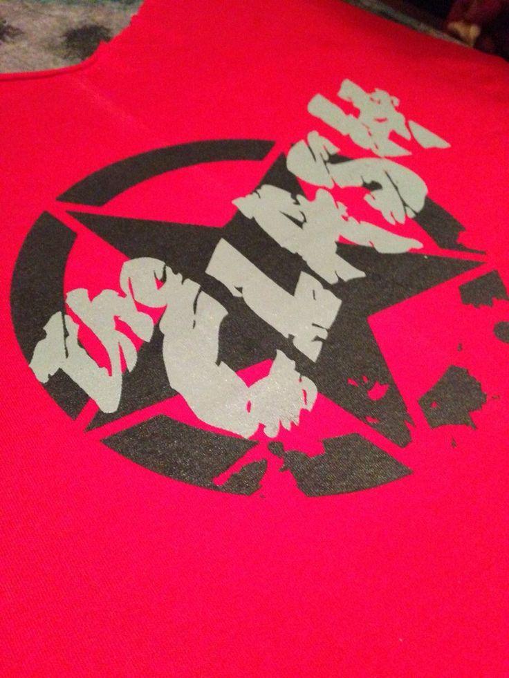 """""""The Clash"""" Diseño y Estampado en Serigrafía. BRUGGE Diseño y Producción."""