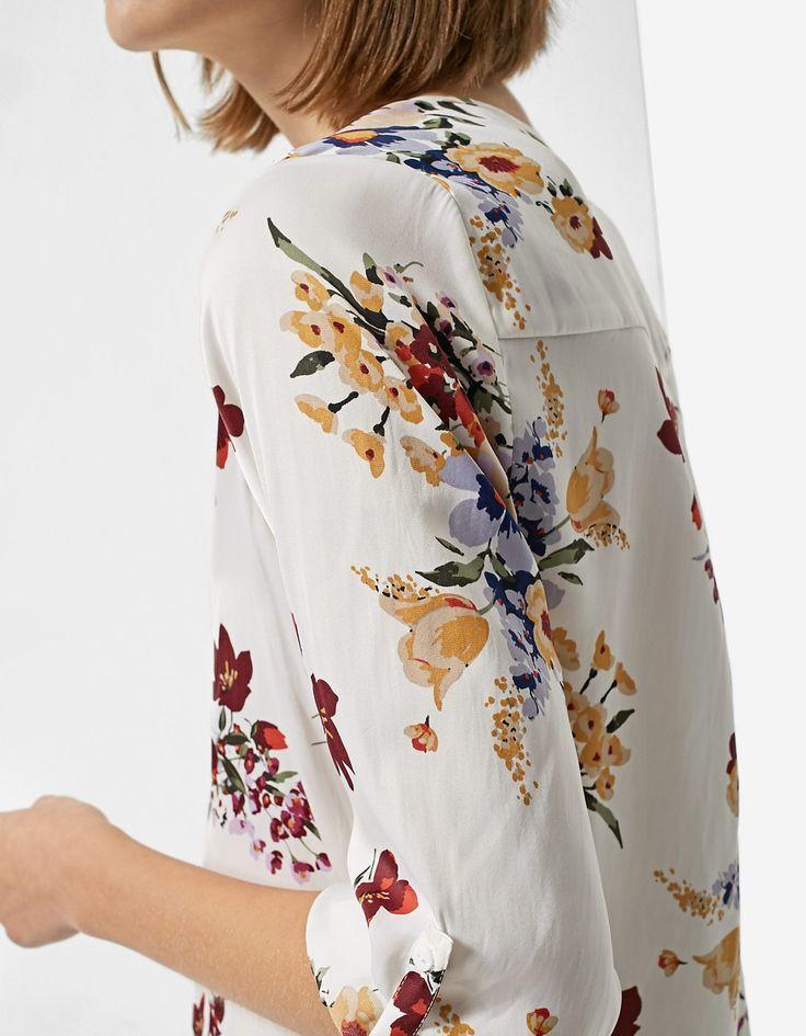 Camisa cuello pico print flores - Abrigos | Stradivarius Mexico  | REF. 2021/229-I2017 |$379
