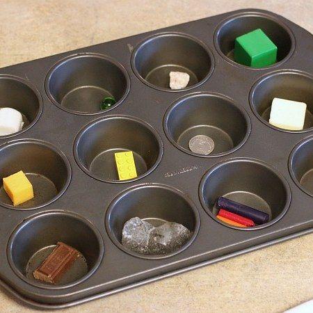 Что тает на солнце, а что нет? Такой эксперимент можно провести в солнечный день с формой для маффинов. Возьмите кусочки шоколада, сыра и мыла, воск или восковые мелки, кусочек льда и несколько нетающих предметов. Идея и фото: http://frugalfun4boys.com/2015/06/11/simple-science-experiment-for-kids-what-melts-in-the-sun/ #science_for_kids