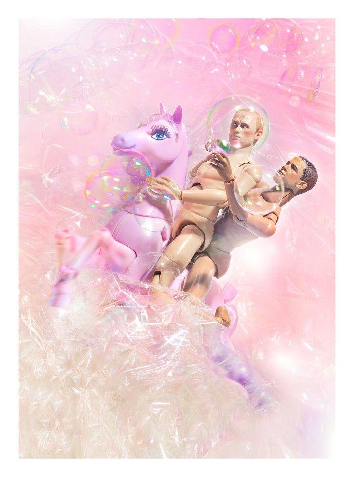 Samfundsrevser og kunstner Jim Lyngvilds nye udstilling 'Ikons' portrætterer Obama og Putin som bøssepar.