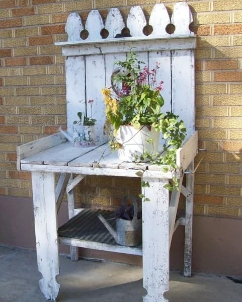 Potting benches garden ideas and flower pots on pinterest for Flower bench ideas