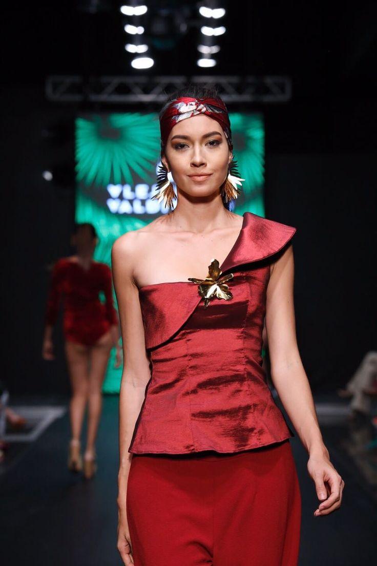 Alejandra Valdivieso pasarela Hecho en Bucaramanga - jewelry designer runway