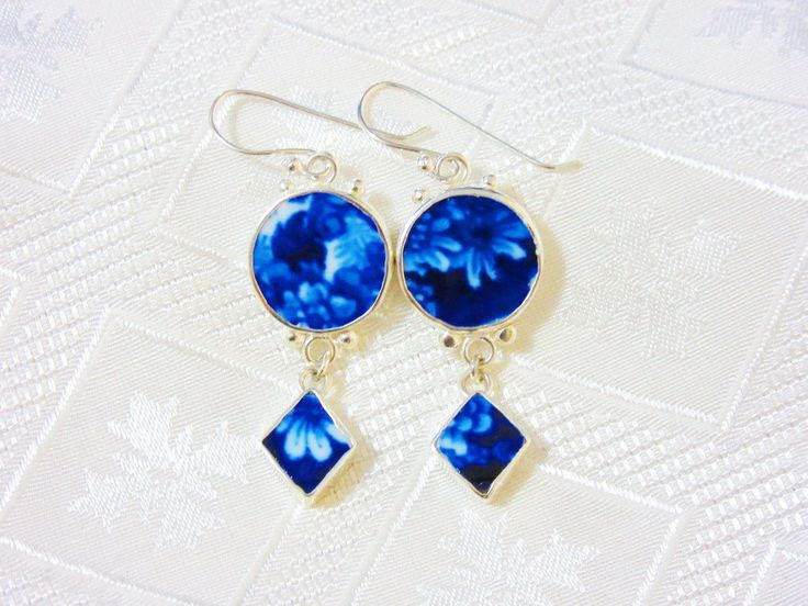 Blue and White Daisy Earrings ~ Broken China Jewelry by AntiquaCorner on Etsy