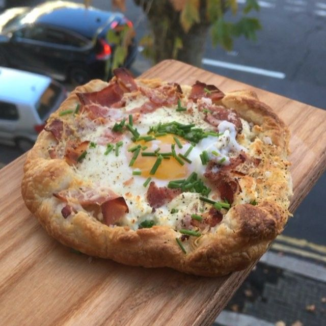 Try my ham, egg and cheese breakfast poof pastries #Leanin15  Tag a mate who loves a tart  I said dill but I mean fresh chives   1. Ready made puff pastry  2. Cut into squares and fold corners  3. Bake in oven for 6 minutes at 200 degrees c 4. Add feta cheese  5. Add eggs 6. Add ham or bacon  7. Add Parmesan cheese 8. Back in oven for 6 minutes  9. Top with fresh chives  10. Enjoy