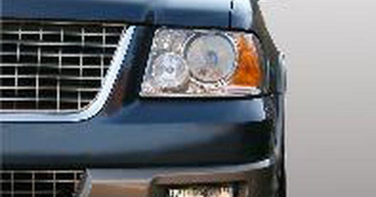 Solucionar problemas eléctricos en un Jeep Grand Cherokee. Solucionar problemas eléctricos en un Jeep Grand Cherokee requiere el uso de un voltímetro con una escala de ohms. Un diagrama de cableado para el vehículo es una gran ayuda para problemas eléctricos y relacionados con la computadora. Todos los componentes que requieren un alto amperaje tendrán un relé entre ellos y el interruptor. Cuanto mayor ...