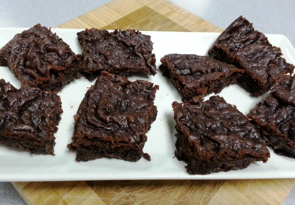 Ooey Gooey Rice Cooker Brownies - Are you team gooey or team crusty? This recipe just might convert you!