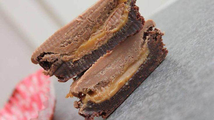 Älskar du kladdkaka och choklad? Då får du inte missa det här receptet på kladdiga muffins med kolasås och nougat. – Det här är helt klart det godaste jag ätit, säger matbloggaren…