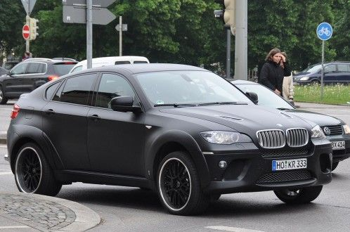 BMW x6M- not crazy about the car but that matte paint job....... ooo wee!!!!
