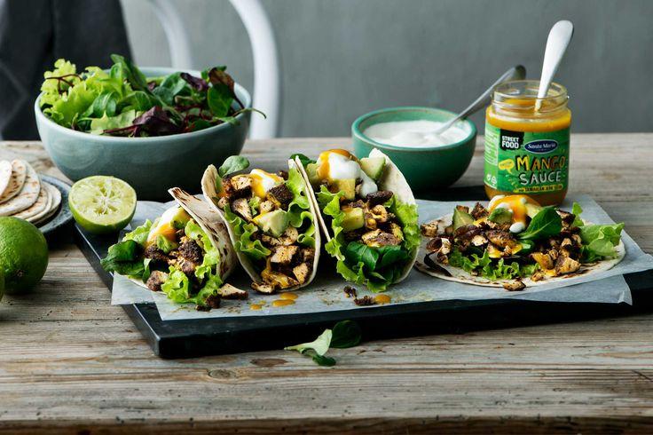 Oppskrift! Jamaican Jerk Tacos på en tortilla med smak av kokos og sort pepper och mangosaus.