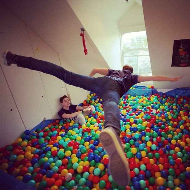 Why are they so popular? Well in one of their videos they turned their bedroom into a giant ball pit. | 26 Reasons You Should Be Obsessed With JacksGap