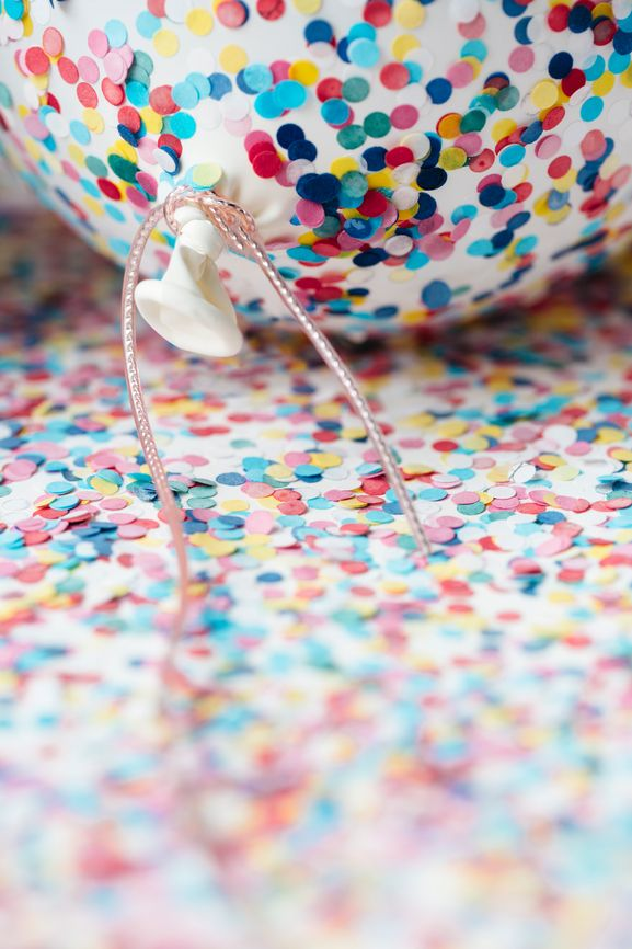 Confetti Balloons http://asubtlerevelry.com/festive-friday-big-game