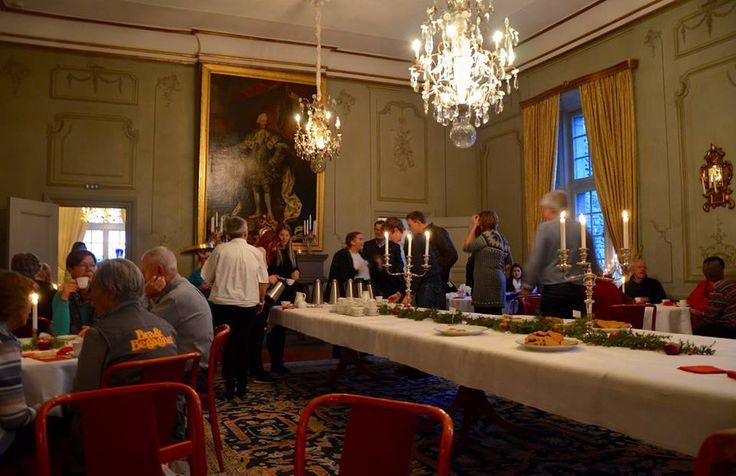 Under lördagen öppnade landshövding Maria Larsson och maken Gunnar upp residenset på Örebro slott enligt tradition för att bjuda på en fika och rundtur i residensets salonger.